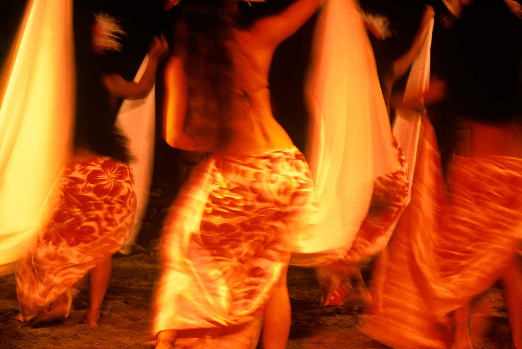 049-Dancers-back-Moorea